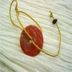 SIMPLISSIME:Bracelet sur fil de coton marron clair et disque en pâte fimo orangé Ce bracelet peut s'adapter à tous les poignets aussi bien adolescentes et femmes