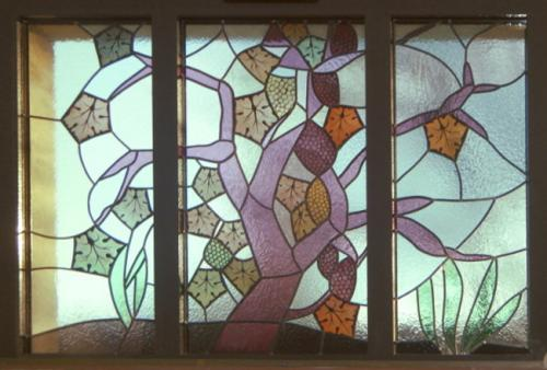 Baie d la salle de séjour d'une maison à La chapelle Saint Sauveur