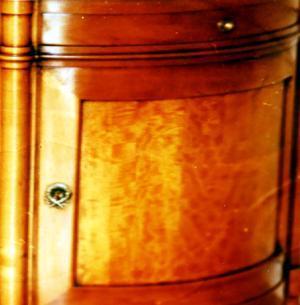 Enfilade Directoire dont les portes sont en poirier flambé.