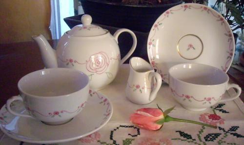 service à thé petites roses