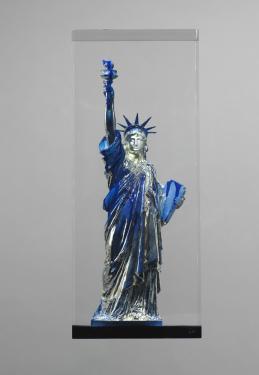 Statue de la Liberté signé A.Bartholdi - H60X20X20cm Résine dans un cristal de synthèse