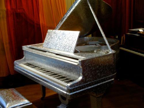 Le Piano est enfin achevé dans l'atelier de Serge Delbonis !