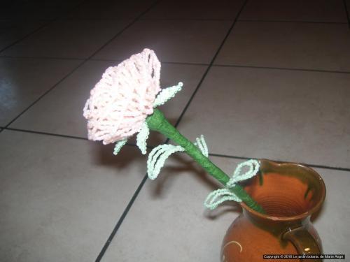 Grosse Rose Saumon pastel feuilles vertes pastel Prix unitaire: 5 euros Couleur possible sur demande