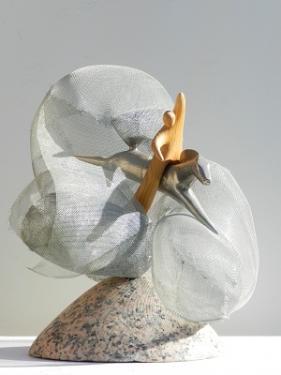 LE CAVALIER CELESTE  La matière :  - épicéa - métal & granit  La hauteur : 42 cm