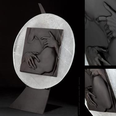 Un d�tail de l'Enl�vement de Proserpine de le Bernin. M�daillon diam�tre 450 mm. Version bronze sur dalle de cristal.