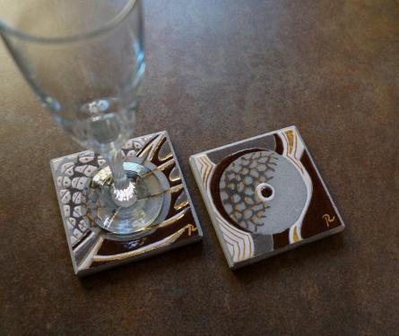 Dessous de verre avec touches d'or