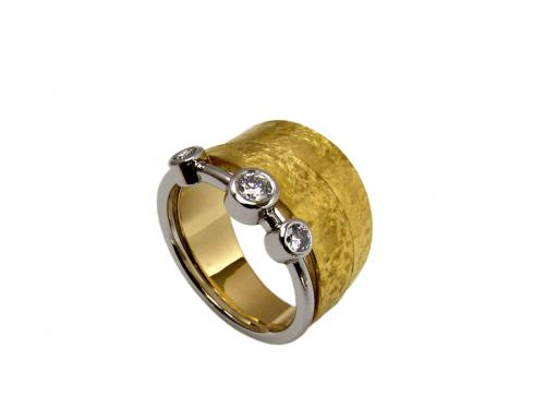 Bague or 18 ct, 22 ct, platine et diamants.
