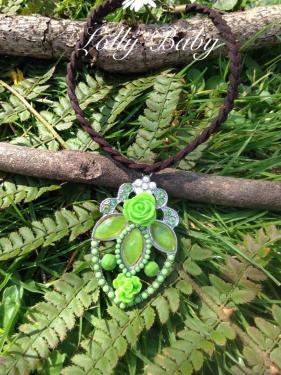 Magnifique collier possibilité de monter le pendentif en chaine ou en cordon selon vos envie. Envoie soigné et rapide le tout bien protéger