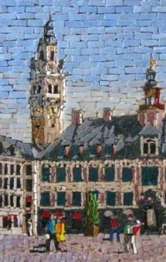 Grand place (Lille) Pièce unique, réalisée à partir de tesselles de pâte de verre.  Elle est présentée dans un cadre céramique surmonté d'un encadrement bois. Format 30 X 20 CM 40 X 30 CM Avec cadre