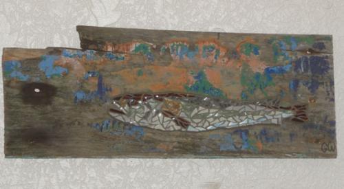 Merlu en mosa�que r�alis� avec d'anciennes tesselles de gr�s �maill� sur morceau de pavois du