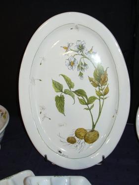 plat ovale décoration au pinceau.