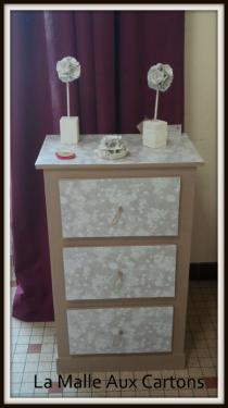 petit meuble trois tiroirs. Papier artisanal, finition vitrifié.