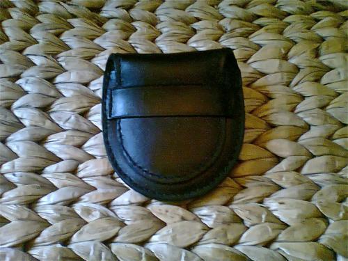 �tui pour une montre gousset,reproduit d'apr�s un ancien mod�le,cousu machine, doubl�,cuir veau noir.
