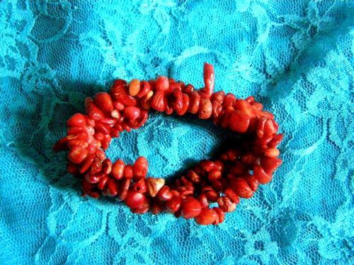 Bracelet: http://www.alittlemarket.com/bracelet/fr_corail_rouge_bracelet_magnifique_et_tres_beau_-14519529.html