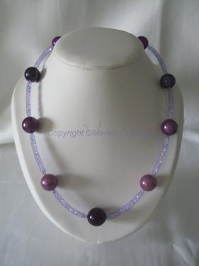 Collier (55 cm) résille tubulaire violet, perles magique différents violets, cristaux blanc Réf: CO05151
