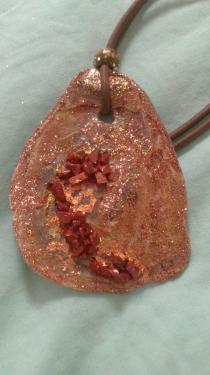 Des tons marron doré et pierres incrustées Référence M6