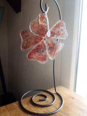 Fleur en verre sur socle