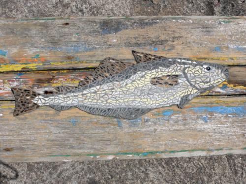 Lieu Jaune en mosa�que r�alis� avec d'anciennes tesselles de gr�s �maill� sur lames de bord� du