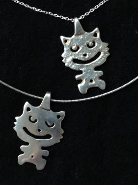 pendentif chat bi-face en argent massif avec chaine en argent massif  hauteur 2,8cm