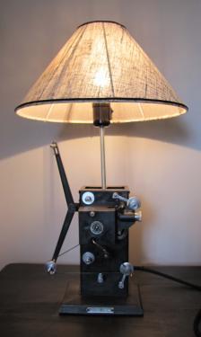 lampe vintage, abat-jour tissu contrecollé sur pied de lampe projecteur de cinéma Lapierre