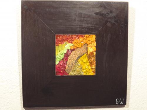 Mosa�que r�alis�e avec des smalts v�nitiens, du verre color� et de la rouille: 10cm/10cm Cadre: 25cm/25cm Rouille 2