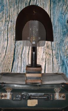 Lampe pelle N° 2 Pied chêne et acier, hauteur 50 cms.