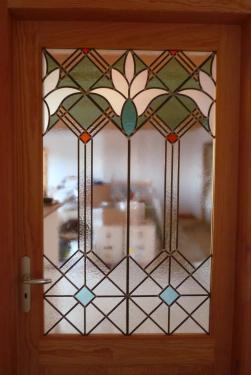 Vitrail art déco pour cette porte entre entrée et séjour. Verres imprimés et opale St Just.