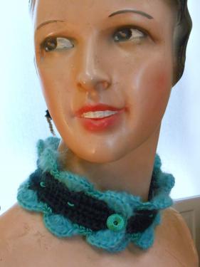 Tour de cou,laine et soie coquilles mohair,crochet� � la main,rebrod�: 28 euros + port