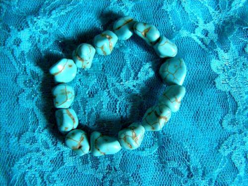 Bracelet très beau en pierre de turquoise!  http://www.alittlemarket.com/bracelet/fr_bracelet_tres_beau_en_pierre_de_turquoise_-14522131.html