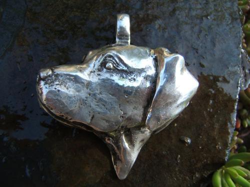 pendentif labrador  sculpture réalisée à main levée au chalumeau,d'après photo laiton plaqué argent
