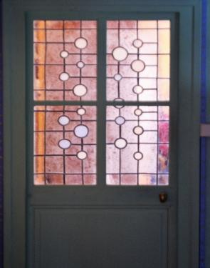 Vitrail à l'intérieur d'une habitation à Varennes-Vauzelles