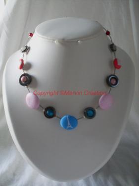 Collier (45cm) fil cablé, perles boutons