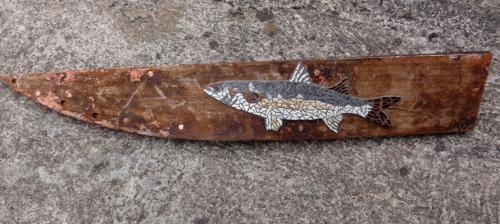 Mulet en mosa�que r�alis� avec d'anciennes tesselles en gr�s �maill� sur morceau de virure de galbor du