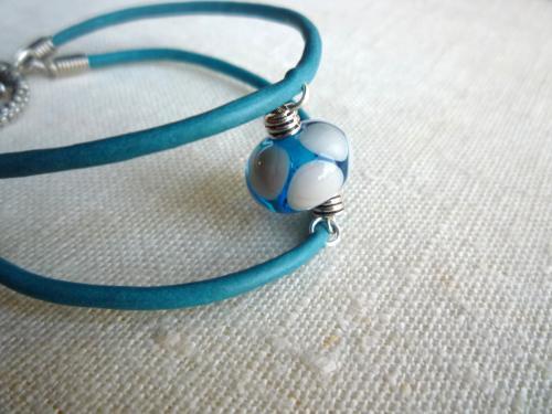 Bracelet perle au chalumeau et cordon cuir