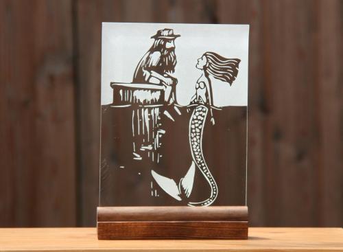 Gravure sur verre d'une sirene et d'un marin