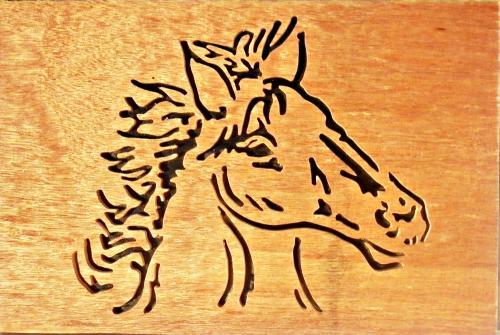 tableau representant une tete de cheval en chantournage réalisée à la main a la scie a chantournée, dimension : 20 x 30 cm.