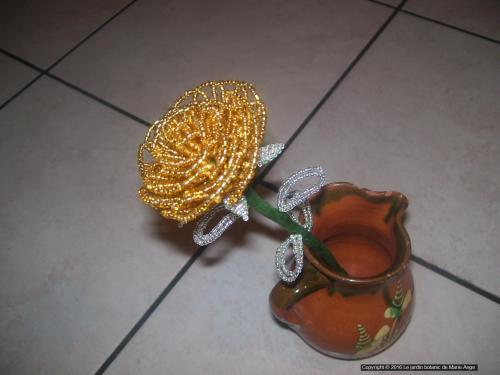 Grosses Roses Doré feuilles argentés Prix unitaire: 5 euros Couleur possible sur demande