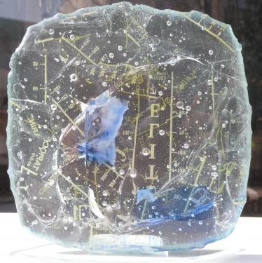 verre fondu avec inscription
