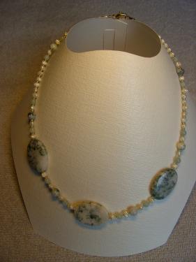 BIJOUX BIO N° 7   Collier Pierre Naturelle Jade Mousse Perles de culture barroques ou Nacre    Zoom : 1 Clic sur le Bijou   Bracelet & Boucles d'oreilles assorties