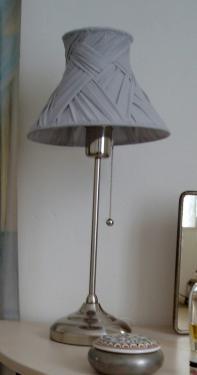 lampe abbat-jour drapé gris entièrement fait à la main Prix 80 euros