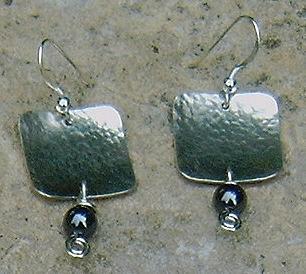 Argent 925/1000 et H�matites. Possible avec d'autres pierres fines.