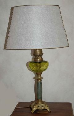 Lampe à ptérole, abat-jour ovale