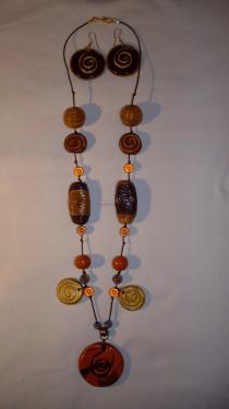 Parure ( 77 cm) fil de coton marron, perles fimo (faites main) Collier sautoir Réf: PA10