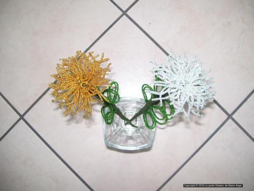 Grands chrysanthèmes 30 cm environs Prix unitaires de 6 euros Couleurs sur demande possible Peut etre mit au cimetiere