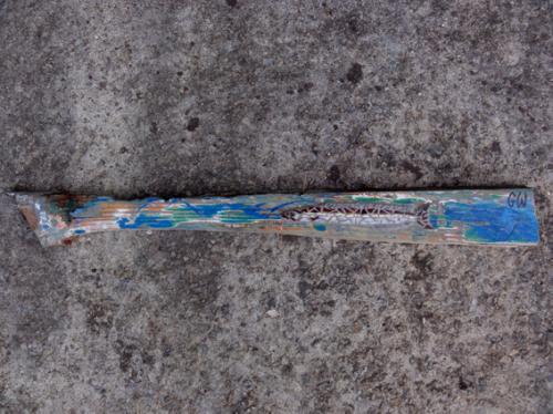 Lan�on en mosa�que r�alis� avec d'anciennes tesselles en gr�s �maill� sur morceau du tablier arri�re du