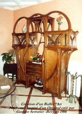 BUFFET : inspiré d'un meuble créé en 1906 par Gustave Serrurier - Bovy .Ferronnerie bronze exécutée d'aprés moulage de sculpture bois , par SEGUIN  bronzier à Lyon .