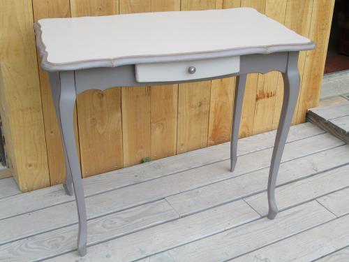table en chêne, style Louis XV restylé dimensions: H 75.5cm L 90cm P 53cm