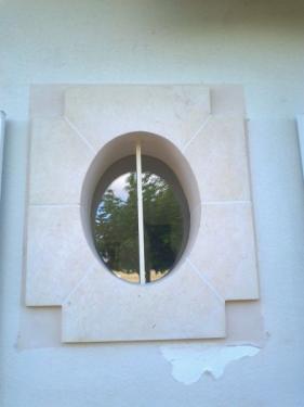 Oeil de boeuf, pierre de Lavoux
