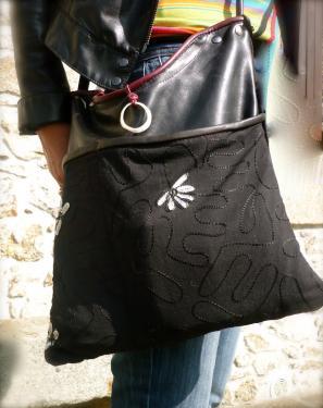 sac bandoulière fixe,veau et tissu indien,bord anglais,intérieur doublé avec grande poche.
