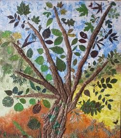 LE CHARME ET SES 45 COMPLICES - création sur bois & écorce de charme - 70/80 cm Les 45 complices : sont un échantillonnage de 45 espèces d'arbres, voisinant avec le charme : chêne - bouleau- merisier - érable- acacia - fresne - aulne- albisia - robinier - liquidambar - cytise - noyer- pommier - prunier - poirier - cerisier - noisetier - kiwi - kaki - sycomore -   arbre de judée - chêne rouge - châtaignier - marronnier - prunus - cèdre - saule - hêtre - sorbier des oiseaux - ginkgo - aubépine  sumac - pêcher - figuier -cognassier - érable doré - olivier - etc.....  J'aime appuyer ma main sur le tronc d'un arbre devant lequel je passe, non pour m'assurer de l'existence de l'arbre - dont je ne doute pas - mais de la mienne. Christian Bobin
